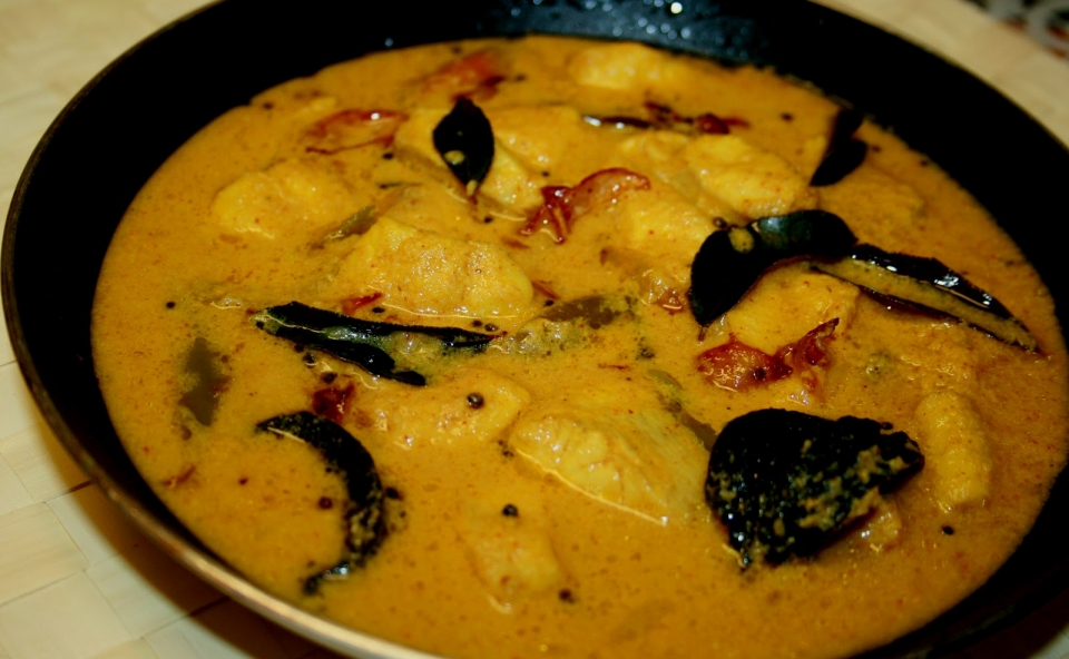 Thenga Aracha Fish Curry